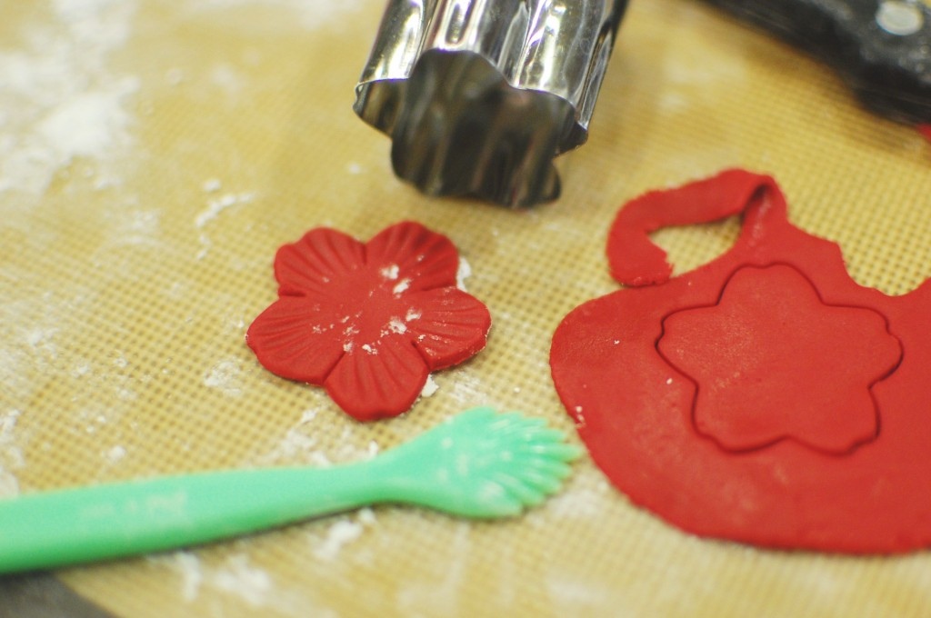 How to make Fondant Roses, Flowers, and Royal Icing (to ...