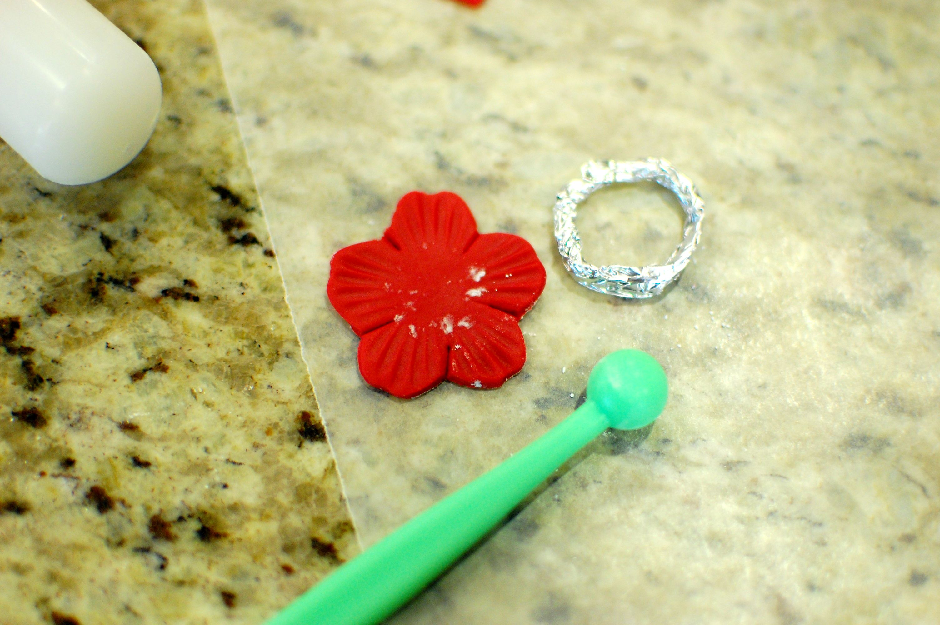 How To Make Fondant Roses Flowers And Royal Icing To Decorate