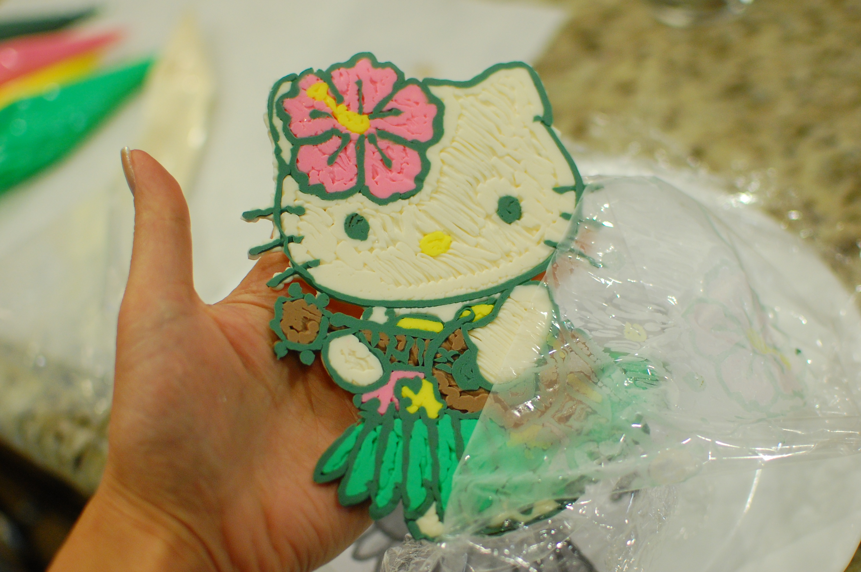 Cake Decorating With Chocolate Transfers : Hello Kitty Cake (how to make frosting transfers for easy ...