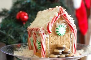"""Graham Cracker """"Gingerbread"""" Houses"""