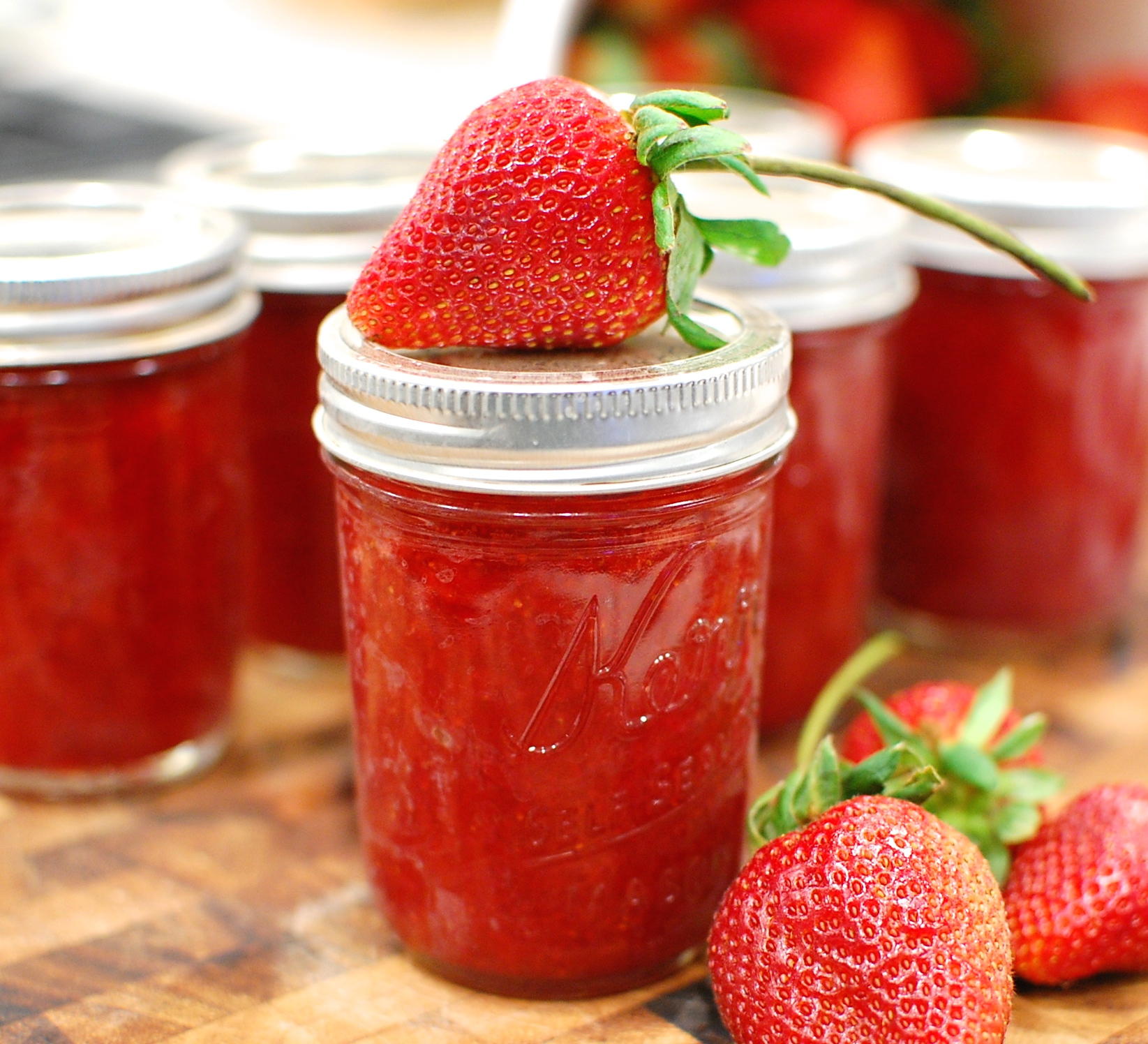 Low Sugar Fresh Strawberry Jam (How to make and water bath ...